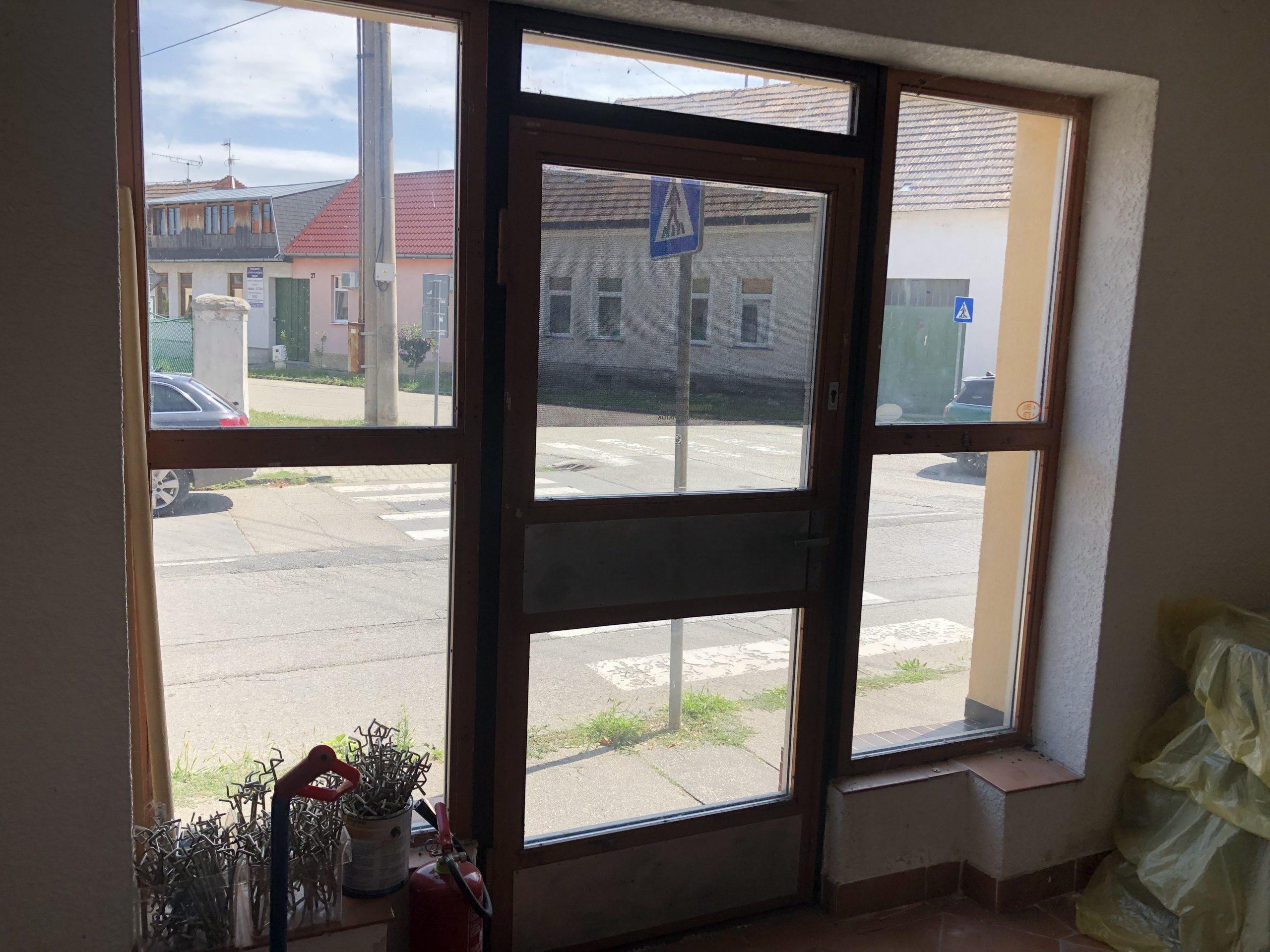 Ponúkame na predaj obchodný priestor s možnosťou bývania, Hlohovec